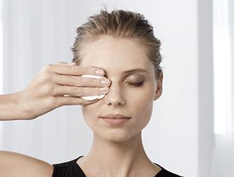 如何卸除眼部彩妆视频