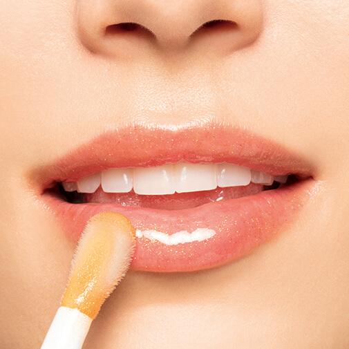 魔法丰盈护唇油的涂抹效果