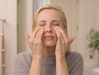 how to apply eye cream video