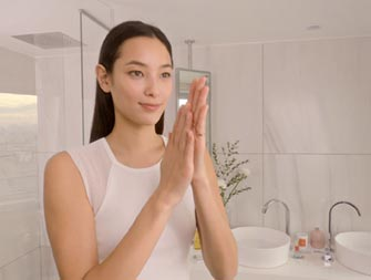 how to apply anti-aging lotion video