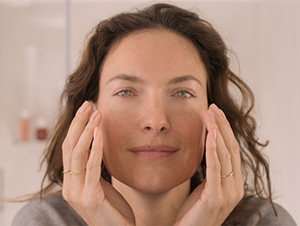 how to apply face serum video